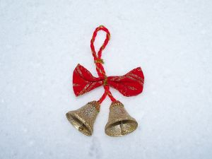 christmas-bells-in-the-snow-915029-m